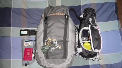 Mochila de equipaje y equipaje de mano con el material fotográfico e informático.